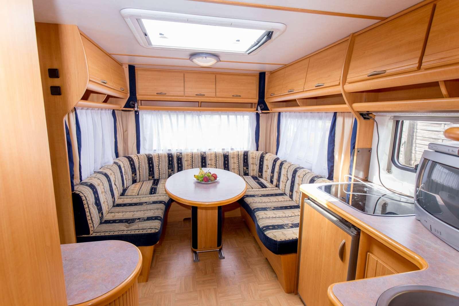 mietwohnwagen in der 1 reihe zur ostsee camping fl gger. Black Bedroom Furniture Sets. Home Design Ideas